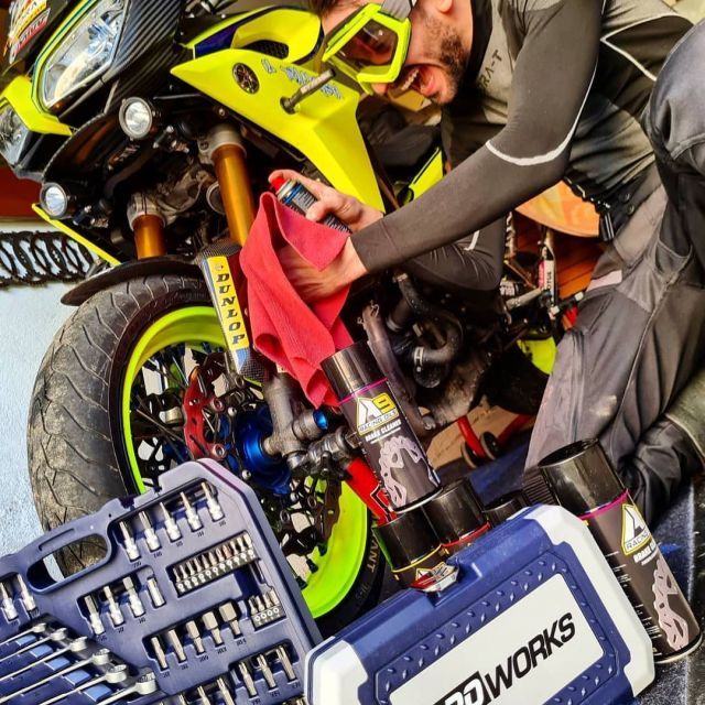 Bike care is the best care 🔧 📷| @il_tracerista  #xlmoto #proworks