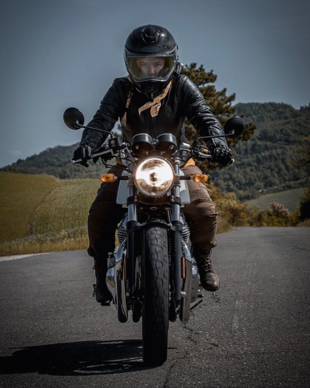 New week, new roads, new experiences🙌🏻 [@thebella.lit ] 📷| @idan.g.photography  #XLMOTO  #monday #vintage  #ridewithstyle