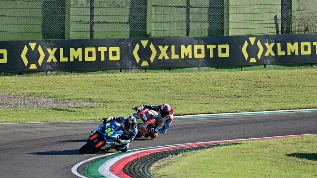 The chase is better than the catch 🏁 #XLMOTO  #chase  #race  #apex  #gold