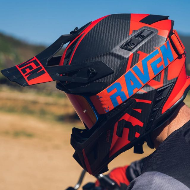 The Raven Ipsum Carbon Helmet is packed with lot of features such as a lightweight 100% carbon fiber shell, high flow ventilation system and ECE safety rating making this a great helmet option for wide range of rider🏁 📷  @llucpmedia  #24mx  #ravensportsofficial  @ravensportsofficial  @remibizouard