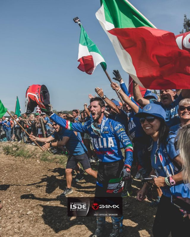 Cheering until the very end! The winners of the @fim_isde 2021.. ITALY 🇮🇹  @davideguarneri39 📷  @duffie808  #24mx #enduro