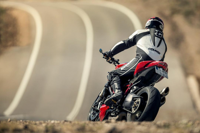 Course – the pleasure of riding 🙌🏼 . . . . #course #coursegear #motorcyclegear #motogear #xlmoto #leather #leathersuit #motorcyclesuit