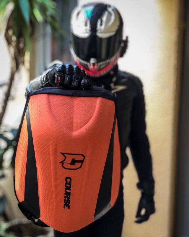 Backpack, anyone? 💥👌 . . Cred: @b_reyo #slipstream #course #xlmoto #xlmotobackpack #coursebackpack #motorcyclebackpack #motolife #bikelife
