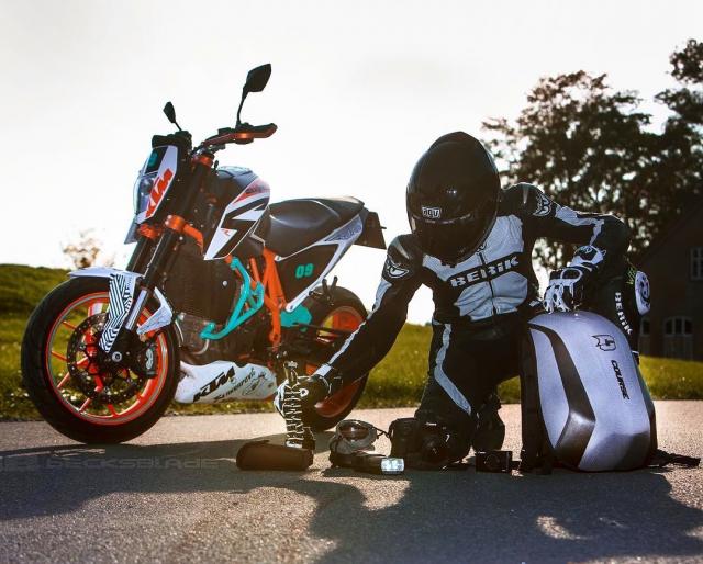 One backpack for everything you need 👌🏼 . . Cred: @becksblade #slipstream #course #xlmoto #xlmotobackpack #coursebackpack #motorcyclebackpack #motolife #bikelife