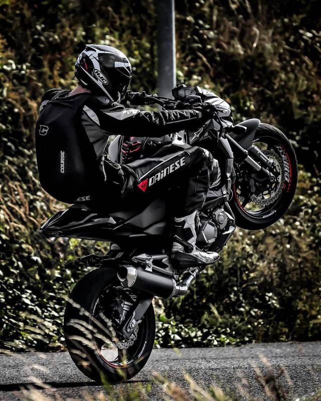 Happy Friday! 🌪 Every day is wheelie day 🤘🏼🔥🔥 . . Cred: @patrick.z800 #wheelie #motostunt #course #coursebackpack #slipstream #xlmoto #xlmotobackpack #motolife #bikelife